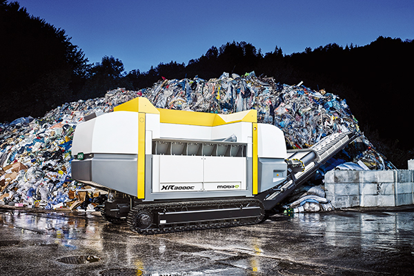 Mobile shredding system for alternative fuels and biomass