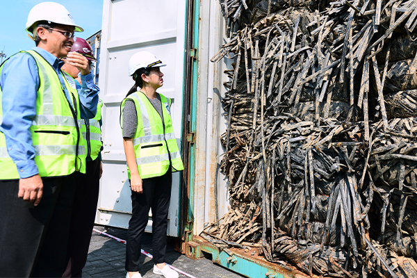 Malaysia issues warning to plastic smugglers